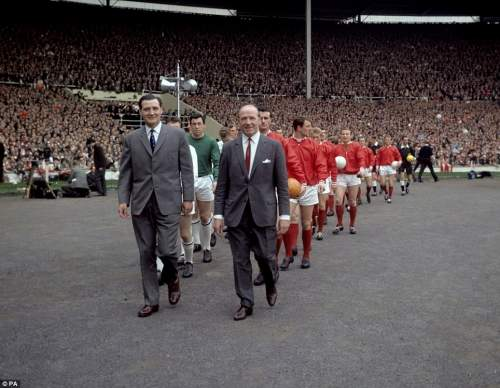 The two managers, Leicester City's Matt Gillies (l) and Manchester United's Matt Busby (r), lead their teams out at Wembley before the match in 1963