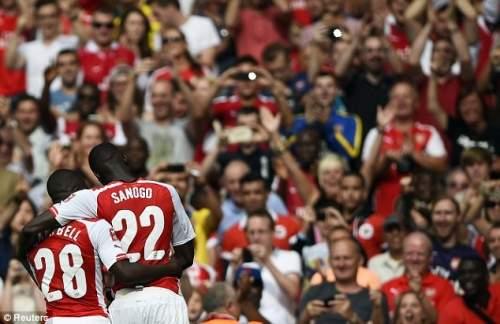 Новое партнерство? Саного и Кэмпбелл отпраздновать гол Арсенал перед поклонниками