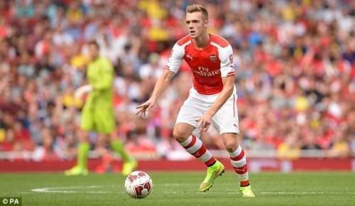 Оборонительная дебют: Calum Чемберс дебютировал Арсенал в центре обороны после присоединения для £ 12million из Саутгемптона